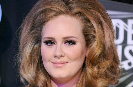 Adele arrives at a Award ceremony