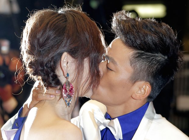 Ma Rong and Baoqiang Wang kiss