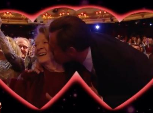 Maggie Smith and Leonardo Kiss Cam